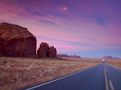 Arizona-Utah, Monument Valley, USA by Alan Copson