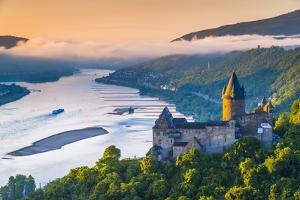 Germany, Rhineland Palatinate, Bacharach, Burg Stahleck (Stahleck Castle), River Rhine by Alan Copson