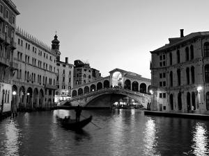 Rialto Bridge, Grand Canal, Venice, Italy by Alan Copson