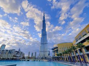 Uae, Dubai, Burj Khalifa by Alan Copson