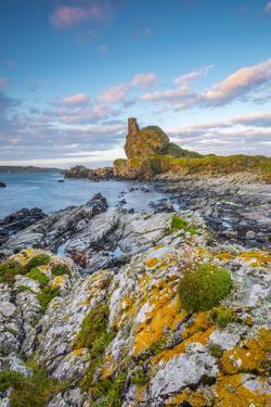 UK, Scotland, Argyll and Bute, Islay, Lagavulin Bay, Dunyvaig (Dunyveg) Castle by Alan Copson