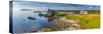 UK, Scotland, Argyll and Bute, Islay, Lagavulin Bay, Lagavulin Whisky Distillery by Alan Copson