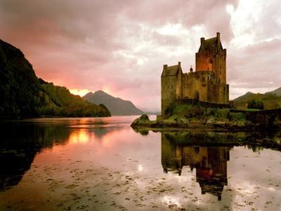 Eilean Donan, Scotland by Alan Klug