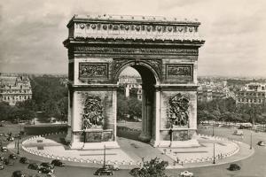 Arc De Triomphe by Alan Paul