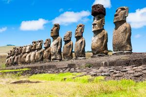 Moais in Ahu Tongariki, Easter Island (Chile) by ALCE