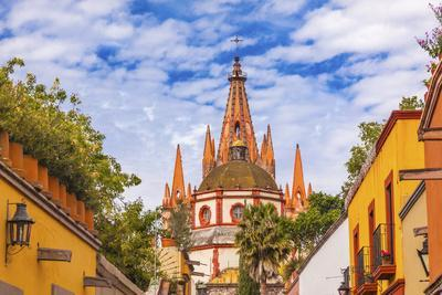 https://imgc.allpostersimages.com/img/posters/aldama-street-parroquia-archangel-church-san-miguel-de-allende-mexico_u-L-Q1CZU0M0.jpg?p=0