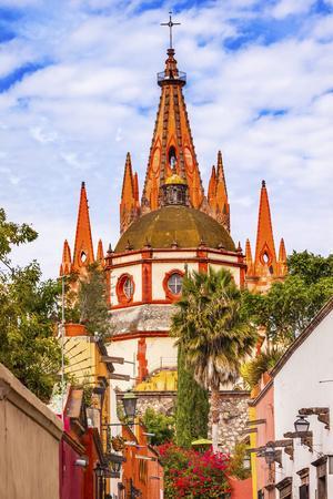 https://imgc.allpostersimages.com/img/posters/aldama-street-parroquia-archangel-church-san-miguel-de-allende-mexico_u-L-Q1D09H20.jpg?p=0