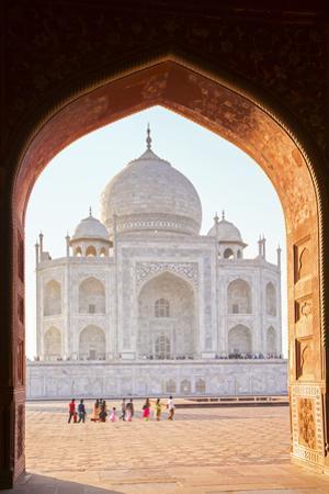 India, Uttar Pradesh, Agra, Taj Mahal by Alex Robinson