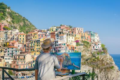A painter at Manarola, Cinque Terre, UNESCO World Heritage Site, Liguria, Italian Riviera, Italy, E