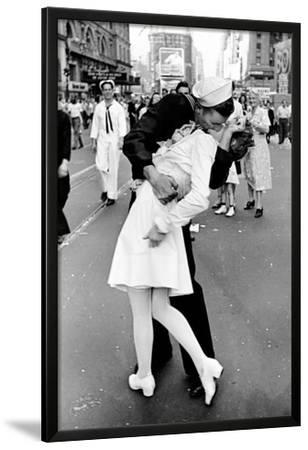 SAILOR/'S KISS POSTER AUG 14 1945 VJ WORLD WAR II 24X36