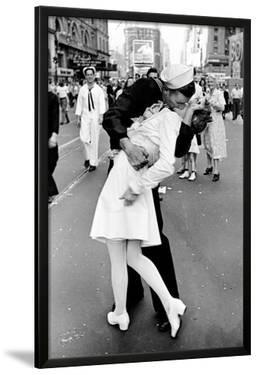Kissing on VJ Day by Alfred Eisenstaedt