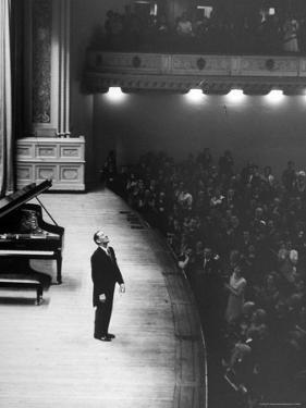 Pianist Vladimir Horowitz Receives Standing Ovation Upon Return to Concert Stage at Carnegie Hall by Alfred Eisenstaedt