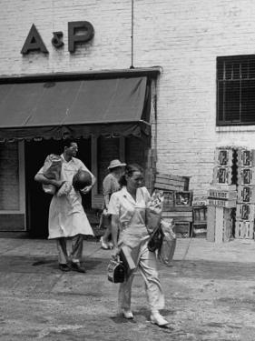 Shoppers Leaving A&P Grocery Store by Alfred Eisenstaedt