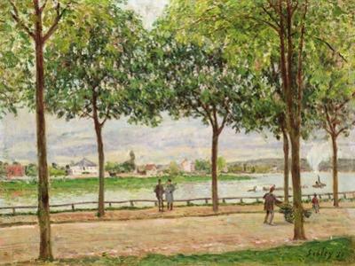 Les Promenade des Marronniers, St Cloud, 1878 by Alfred Sisley