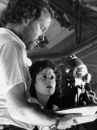 Alien, 1979 directed by Ridley Scott On the set, Ridley Scott directs Sigourney Weaver (photo)