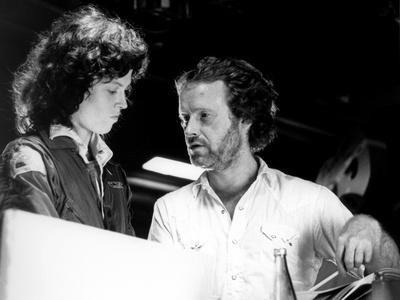 https://imgc.allpostersimages.com/img/posters/alien-1979-directed-by-ridley-scott-on-the-set-ridley-scott-directs-sigourney-weaver-photo_u-L-Q1C3I9S0.jpg?artPerspective=n