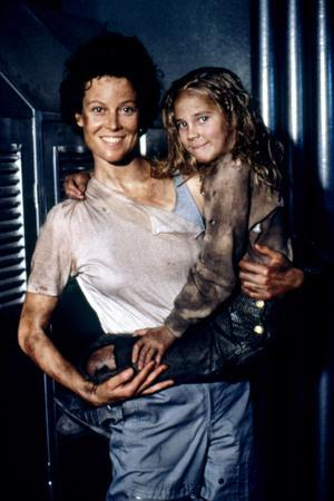 https://imgc.allpostersimages.com/img/posters/aliens-1986-directed-by-james-cameron-with-sigourney-weaver-and-carrie-henn-photo_u-L-Q1C3E530.jpg?artPerspective=n