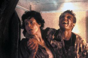 ALIENS, 1986 directed by JAMES CAMERON with Sigourney Weaver and Michael Biehn (photo)