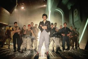 ALIENS, 1986 directed by JAMES CAMERON with Sigourney Weaver between Paul Reiser, Michael Biehn, Je