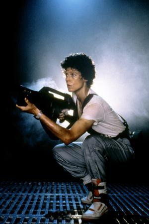 https://imgc.allpostersimages.com/img/posters/aliens-1986-directed-by-james-cameron-with-sigourney-weaver-photo_u-L-Q1C3EDK0.jpg?artPerspective=n