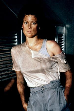 https://imgc.allpostersimages.com/img/posters/aliens-1986-directed-by-james-cameron-with-sigourney-weaver-photo_u-L-Q1C3FLZ0.jpg?artPerspective=n