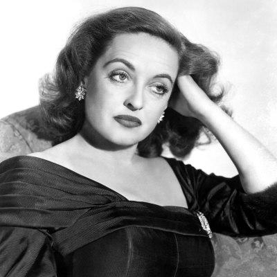https://imgc.allpostersimages.com/img/posters/all-about-eve-portrait-of-bette-davis-1950_u-L-P6Q2MS0.jpg?artPerspective=n