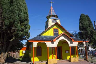 https://imgc.allpostersimages.com/img/posters/all-wood-church-in-the-fishing-village-of-quemchi-island-of-chiloe-chile_u-L-PWFD8I0.jpg?p=0