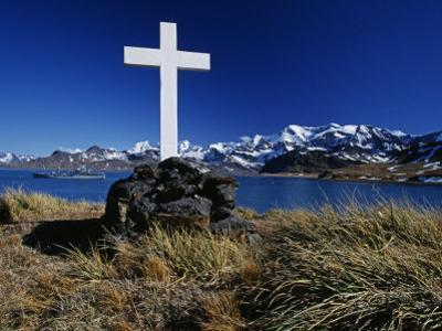 Cumberland East Bay, Hope Point, Memorial Cross for Sir Ernest Shackleton, South Georgia