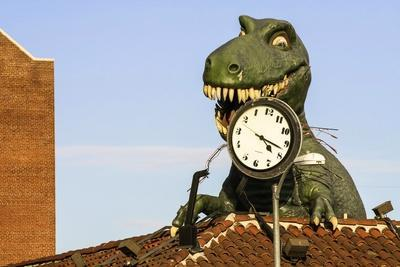 https://imgc.allpostersimages.com/img/posters/alligator-hollywood-boulevard-los-angeles-usa_u-L-Q10VESM0.jpg?p=0