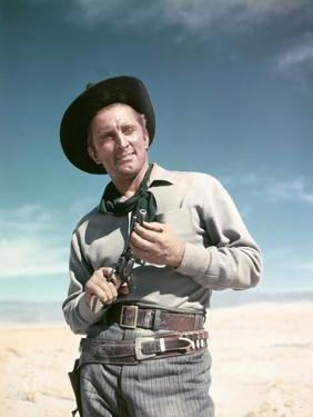 ALONG THE GREAT DIVIDE, 195I directed by RAOUL WALSH with Kirk Douglas (photo)