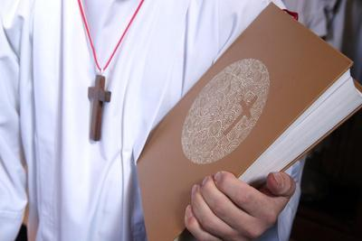 https://imgc.allpostersimages.com/img/posters/altar-boy-with-holy-bible-during-catholic-mass-france_u-L-Q1GYIAI0.jpg?artPerspective=n