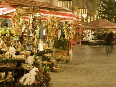 https://imgc.allpostersimages.com/img/posters/altermarkt-christmas-market-at-night-altermarkt-square-salzburg-austria-europe_u-L-P91JGV0.jpg?p=0