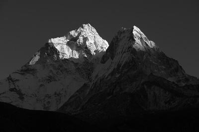 https://imgc.allpostersimages.com/img/posters/ama-dablam-is-known-as-one-of-the-most-impressive-mountains-in-the-world_u-L-Q1BAXTF0.jpg?artPerspective=n