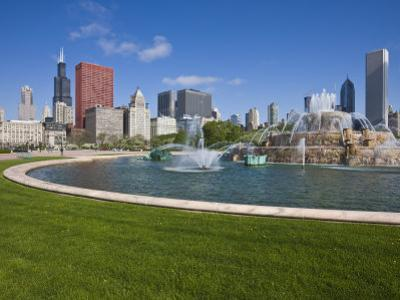Buckingham Fountain in Grant Park with Sears Tower and South Loop Skyline, Chicago, Illinois, USA by Amanda Hall