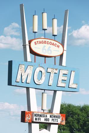 https://imgc.allpostersimages.com/img/posters/american-west-66-motel_u-L-Q1H9W4C0.jpg?artPerspective=n