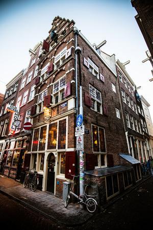 https://imgc.allpostersimages.com/img/posters/amsterdam-nieuwebrugsteeg_u-L-Q11UOZP0.jpg?artPerspective=n