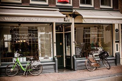 https://imgc.allpostersimages.com/img/posters/amsterdam-storefront-with-bikes_u-L-Q11UR2B0.jpg?p=0