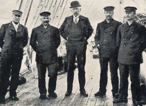 Amundsen and Team