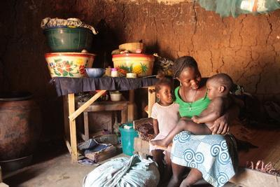 https://imgc.allpostersimages.com/img/posters/an-african-mother-and-her-children-tori-benin_u-L-Q1GYJ9R0.jpg?artPerspective=n