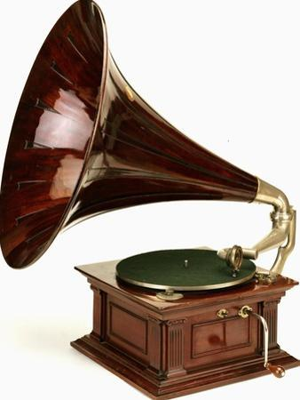 An His Master's Voice Monarch Gramophone, with Oak Case and Fluted Oak Horn, circa 1911