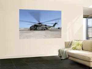 An MH-53E Sea Dragon Helicopter