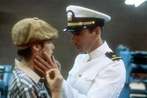 AN OFFICER AN A GENTLEMAN, 1982 DIRECTD BY TAYLOR HACKFORD with Debra Winger and Richard Gere (phot