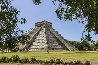 https://imgc.allpostersimages.com/img/posters/ancient-step-pyramid-kukulkan-at-chichen-itza-mexico_u-L-Q1CZOKB0.jpg?p=0