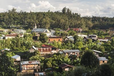 https://imgc.allpostersimages.com/img/posters/andasibe-town-eastern-madagascar-africa_u-L-Q12R55X0.jpg?p=0