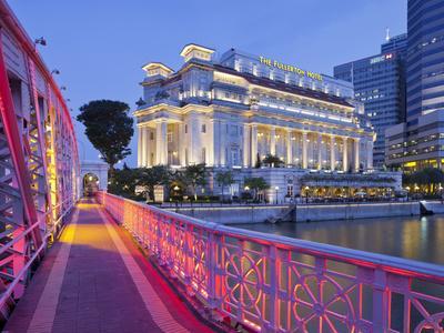 https://imgc.allpostersimages.com/img/posters/anderson-bridge-fullerton-hotel-financial-district-marina-bay-singapore_u-L-Q11YES30.jpg?p=0