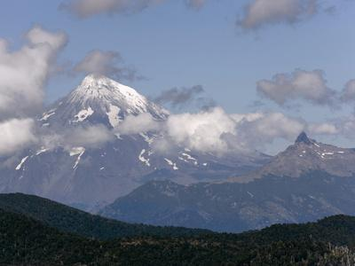 https://imgc.allpostersimages.com/img/posters/andes-mountains-huerquehue-national-park-chile_u-L-PHAVNL0.jpg?p=0