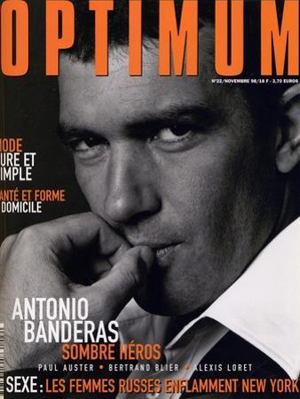 L'Optimum, November 1998 - Antonio Banderas Porte une Veste de Smoking et une Chemise Gucci