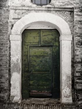 Green door in Penne by Andrea Costantini