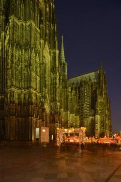Germany, North Rhine-Westphalia, Cologne, Place Roncalli, Christmas Fair and Cologne Cathedral by Andreas Keil