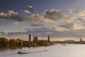Germany, North Rhine-Westphalia, Cologne, View from the ZoobrŸcke on Rheinpark, Fair by Andreas Keil
